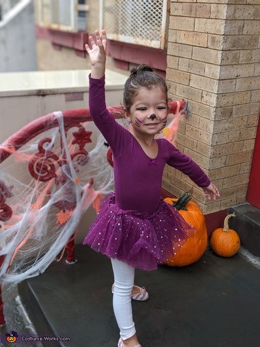 Cat ballerina, Cutest Scarecrow Costume