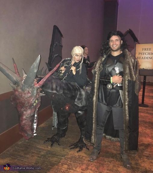 Game of Thrones - Daenerys riding Dragon & Jon Snow Costume