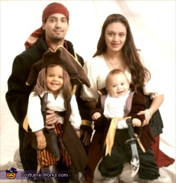 Pirates Family - Homemade costumes for families