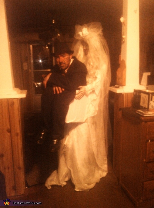 me in a box, Dead Bride Carrying Dead Groom Costume
