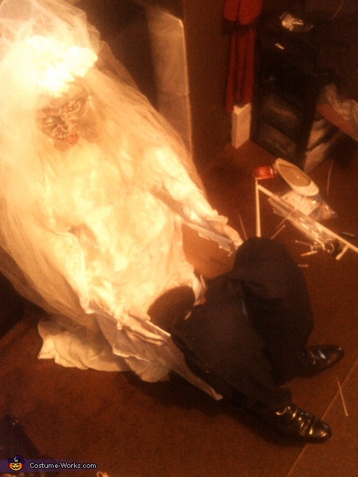 me out side the box how it looks, Dead Bride Carrying Dead Groom Costume