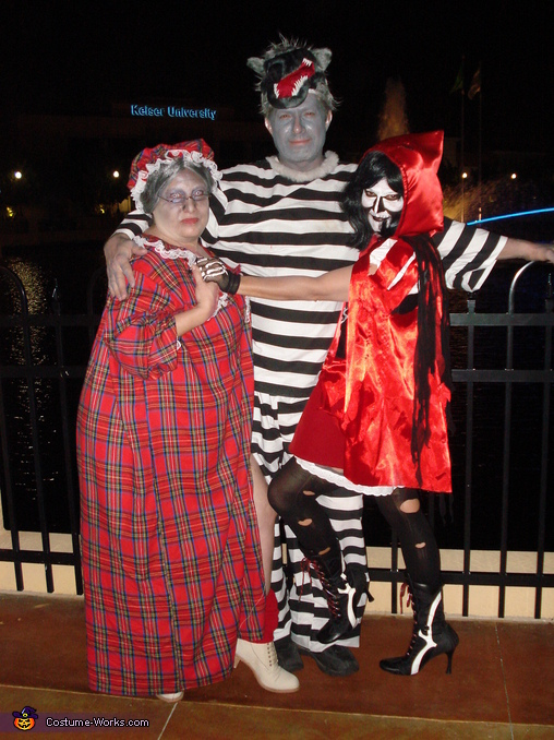 Dead Red, Convict Wolf and Grandma joins in, Dead Red and Convict Wolf Costume