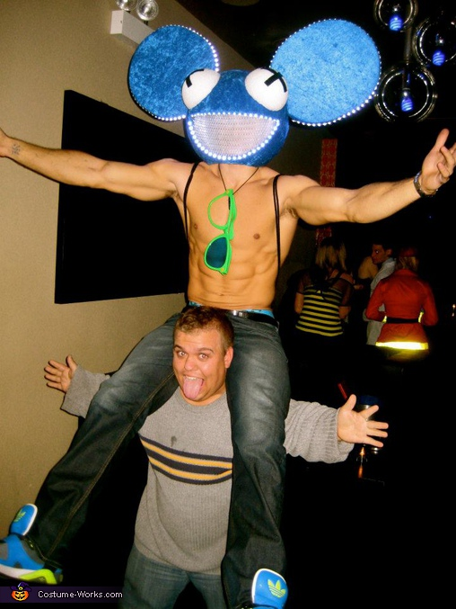 Picture with a little person, Deadmau5 Costume