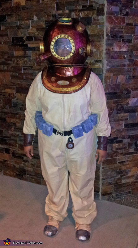 Diving for gold at Harrahs, Deep Sea Diver Costume