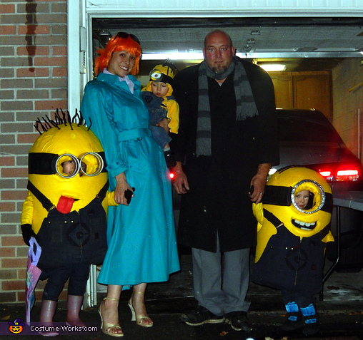 Despicable Me Family Costume Gru, Lucy and their Minions