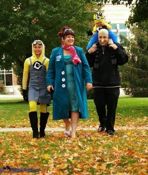walking together, Despicable Me 2 Family Costume