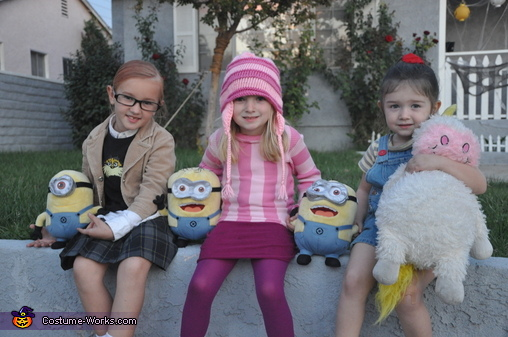 Despicable Me Girls  sc 1 st  Costume Works & Best Despicable Me Family Costume - Photo 2/6