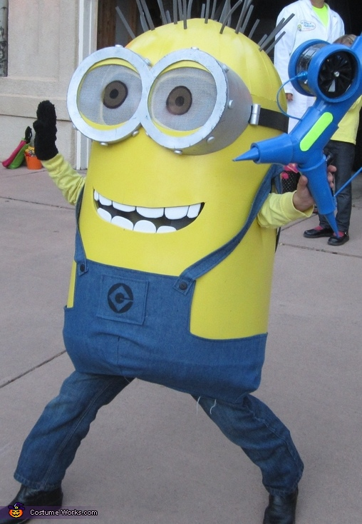 Minion Pose, Despicable Me Family Costume