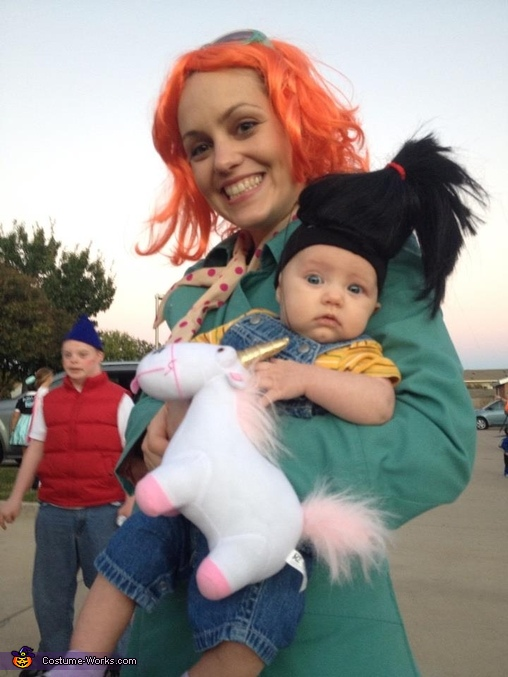 agent Lucy and Agnes with her fluffy unicorn, Despicable Us Despicable Me Family Costume