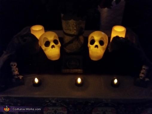 Alter in the dark, Dia de los Muertos Costume