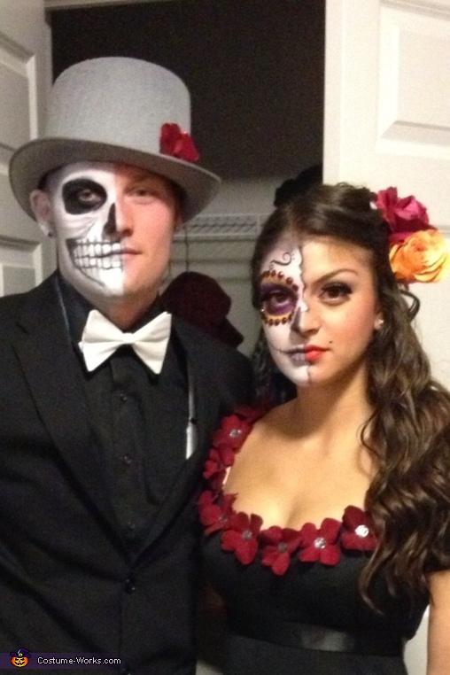 Closeup!, Dia de Los Muertos Couple Costume