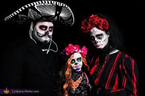 Dia de Los Muertos Familia Costume