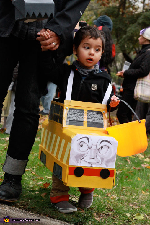 Daddy's holding the working 'Pinchy' the claw part of the costume., Diesel 10 from Thomas the Tank Engine Costume