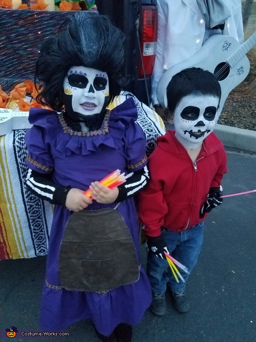 Mama Imelda and Miguel, Disney Pixar Coco Costume