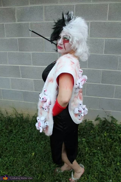 The real evil side of Cruella Devill with shawl of dalmations, Disney Zombie Group Costume
