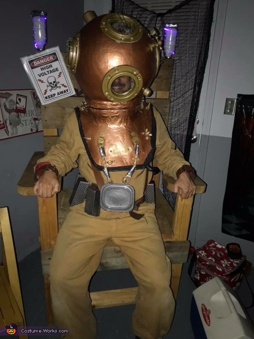 Don't mix water and electric!! Ouch!, Diver from the Deep Sea Costume