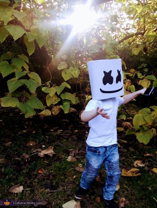 Break it down now, DJ Marshmello Costume