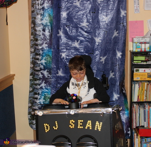 Front Shot, DJ Sean Costume
