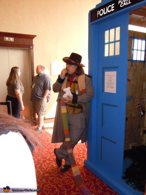 The 4th Doctor Costume & The 4th Doctor from Doctor Who Halloween costume - Photo 3/5
