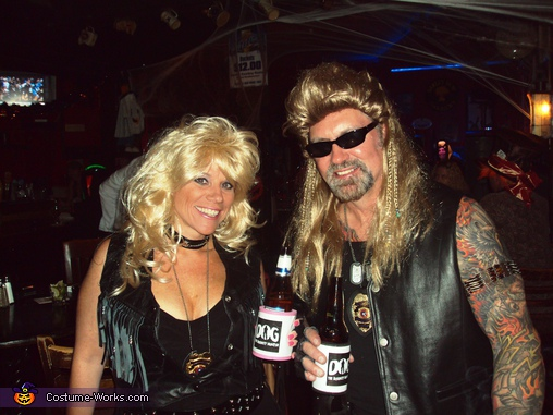 The Bounty Hunter Dog and Beth Chapman Couple Costume  sc 1 st  Costume Works & The Bounty Hunter