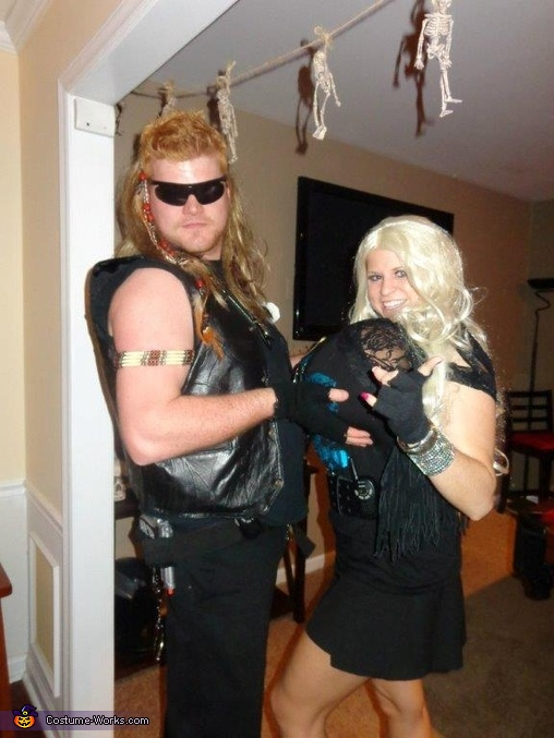Dogisms - Day of the Dog , Dog the Bounty Hunter and Beth Couple Costume