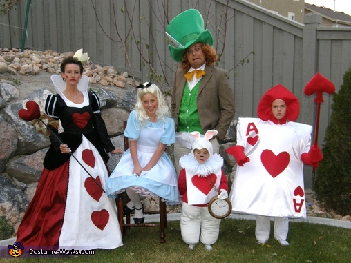 Alice in Wonderland - Homemade costumes for families