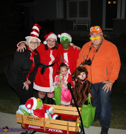 Dr. Suess' The Grinch Characters Family Costume
