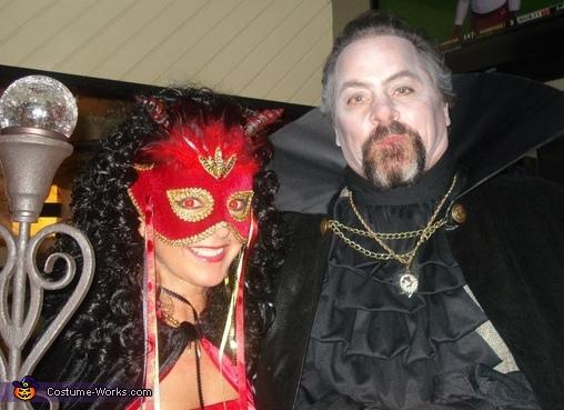 Dracula and She Devil, Dracula and She Devil Couple Costume