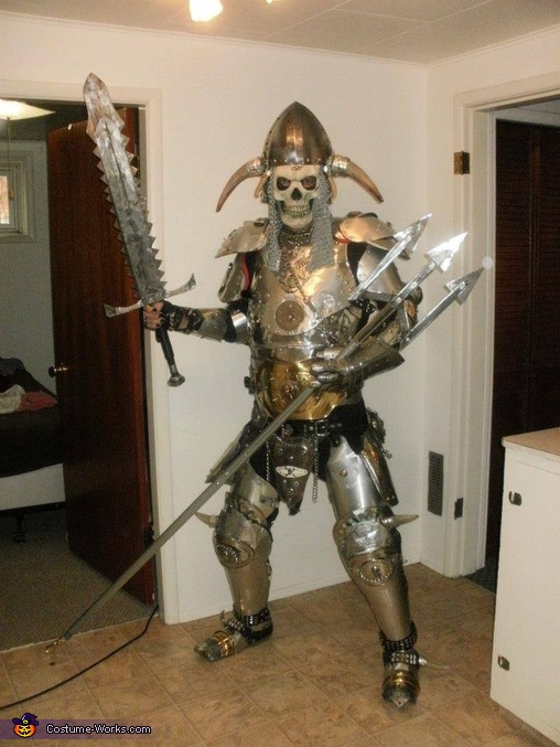Shall wee dance Mofo!, Dragon Slayer Costume