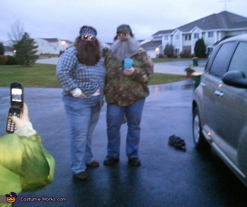 Who is that?  Its Willie & Si!, The Duck Dynasty Duo Willie & Si Costume