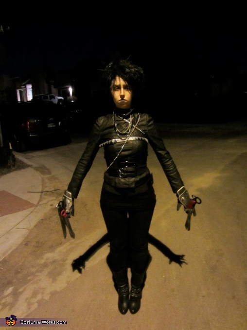 The shadows of Edward's scissorhands were perfect!, Female Edward Scissorhands Costume