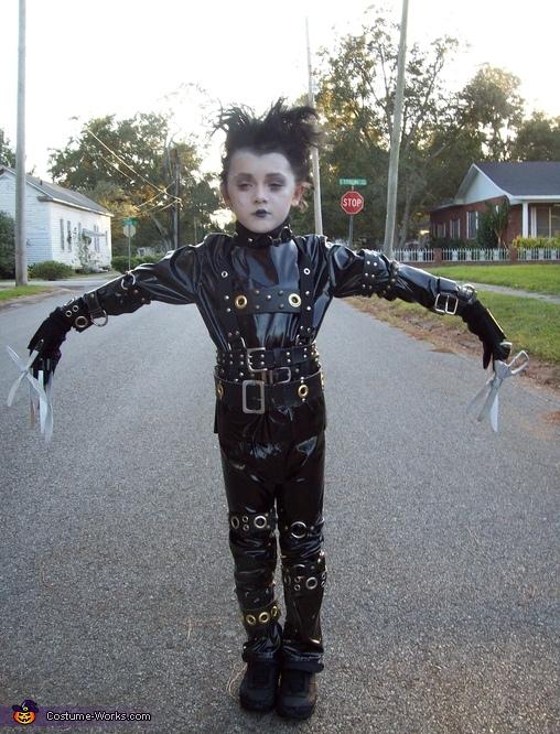 DIY Edward Scissorhands Costume