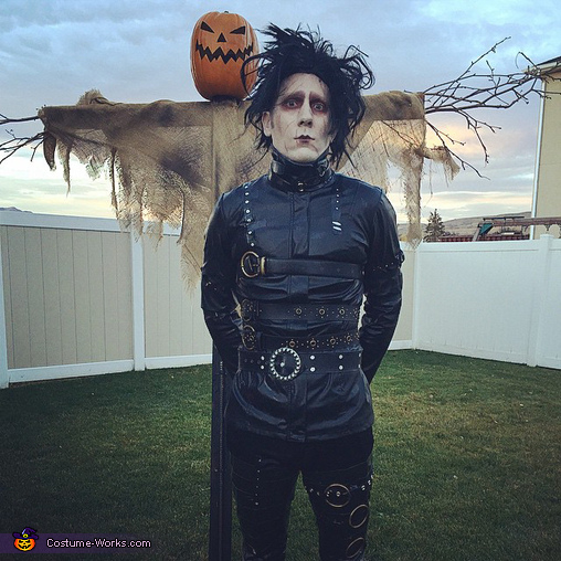 Halloween Sunrise, Adult Edward Scissorhands Costume