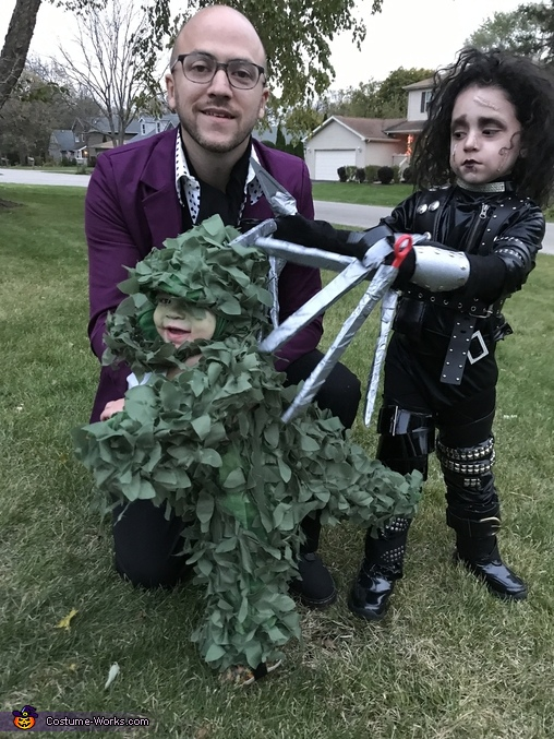 Edward Scissorhands with a TRex Hedge Costume