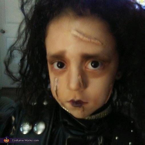Make-up Close-up, Edward Scissorhands with a TRex Hedge Costume