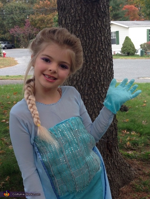 Trying to do an Elsa pose, Elsa Costume