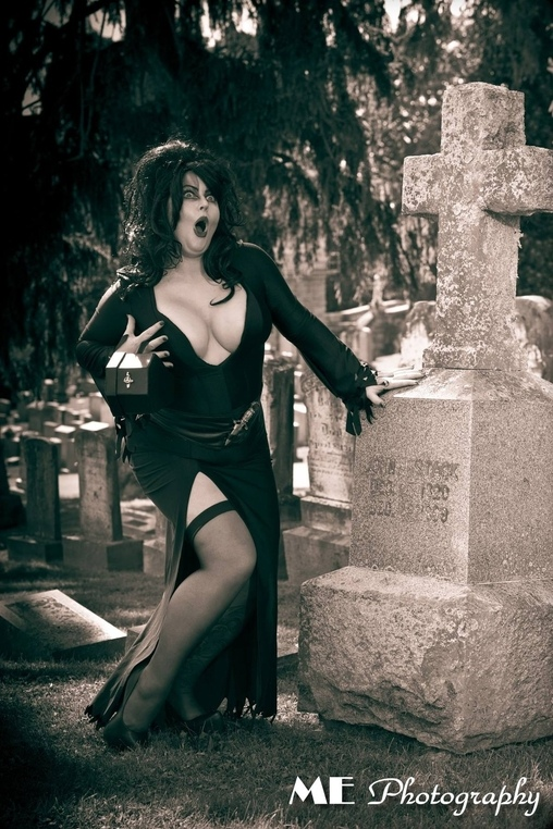 Elvira comedy in the cemetery  , Elvira, Mistress of the Dark Costume