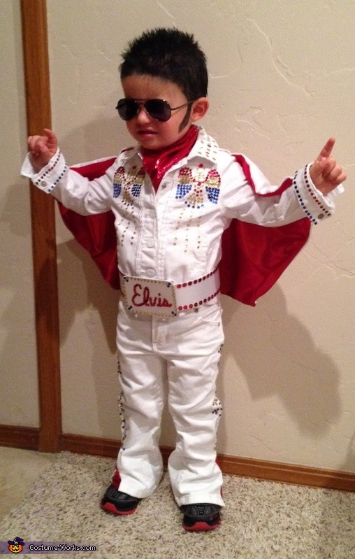 Elivs showing his stuff Elvis Costume  sc 1 st  Costume Works & Homemade Elvis Costume - Photo 3/5