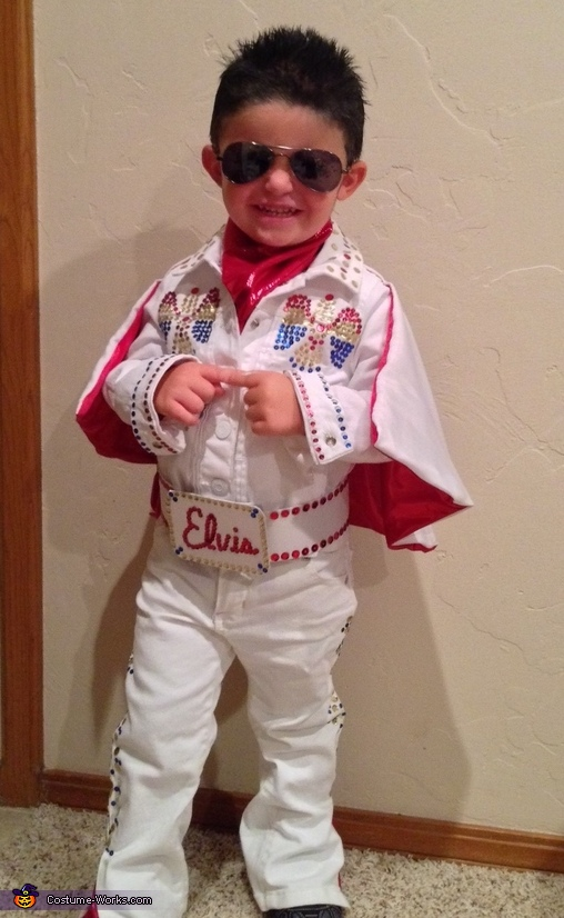 Elivs all smiles, Elvis Costume