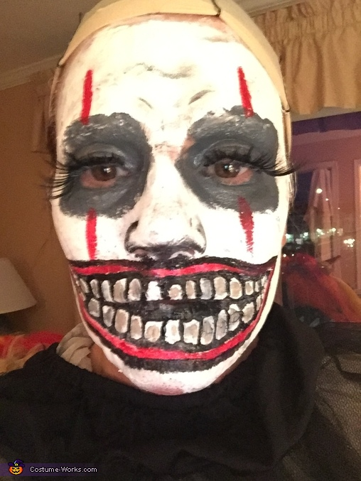 Makeup phase one, Evil Clown Costume