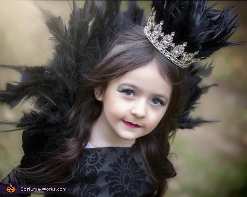 Close Up, Evil Queen Costume
