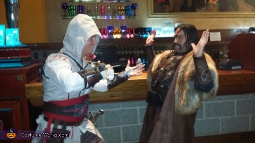 Medieval times bad guy gives up., Ezio Auditore Costume
