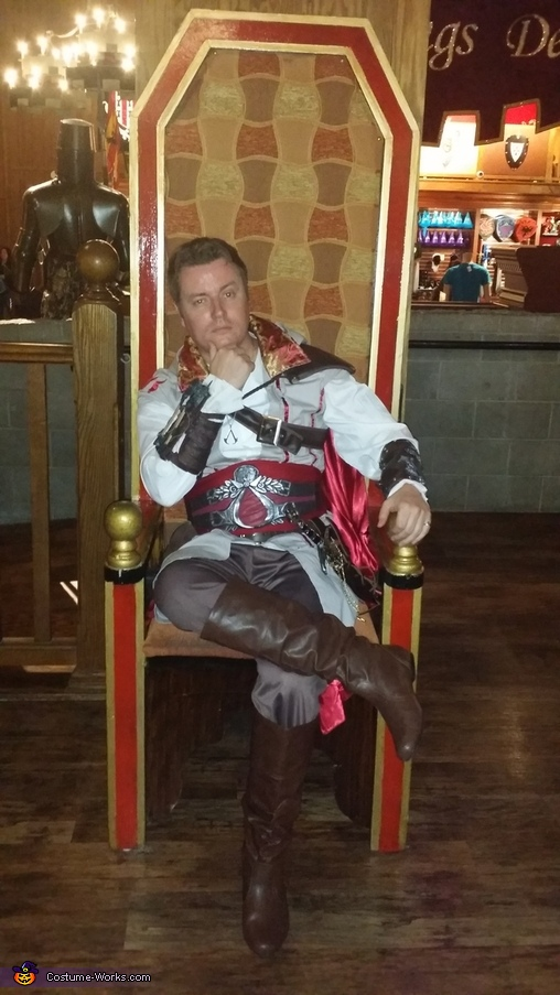 Medieval times throne, Ezio Auditore Costume