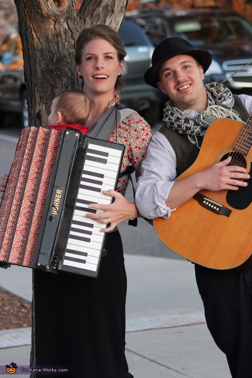 Family Band with Accordion Baby - Homemade costumes for families