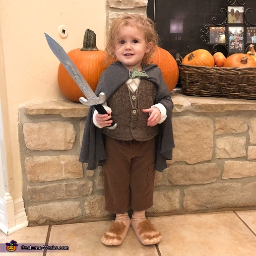 Sting!, Family of Hobbits Costume