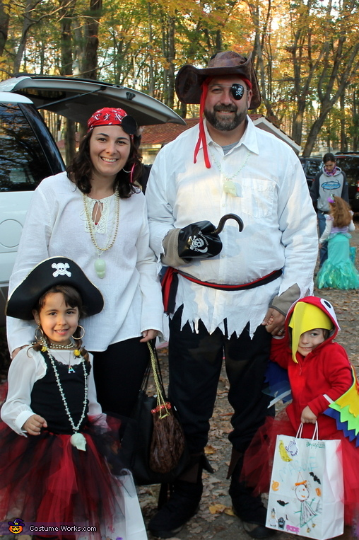 Family of Pirates & Little Parrot Costume