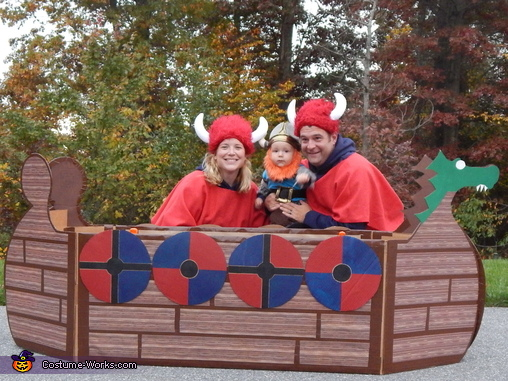 Viking Family Picture, Family Viking Ship Costume
