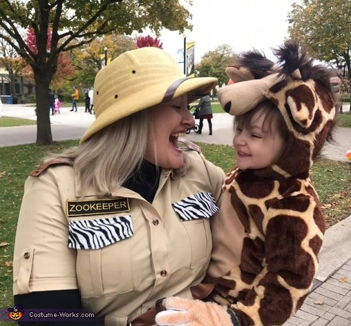 This giraffe has jokes, Family Zoo Costume