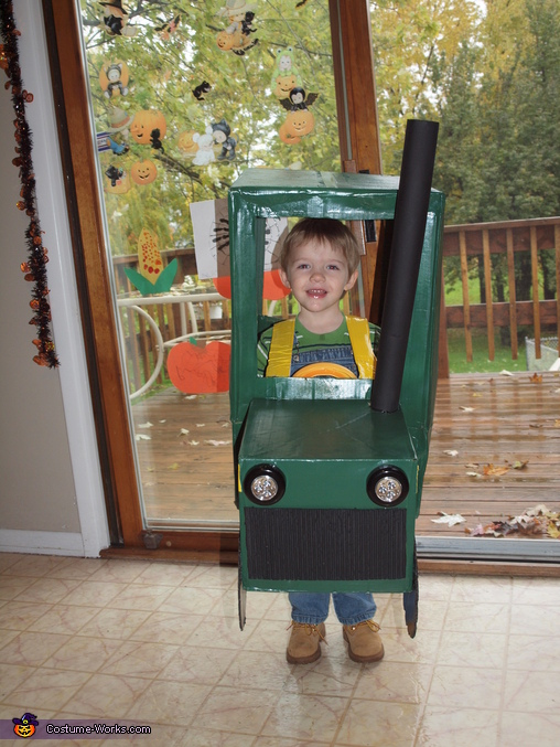 puppa, puppa, plowing 5 miles an hour., Farmer in a John Deere Tractor Costume
