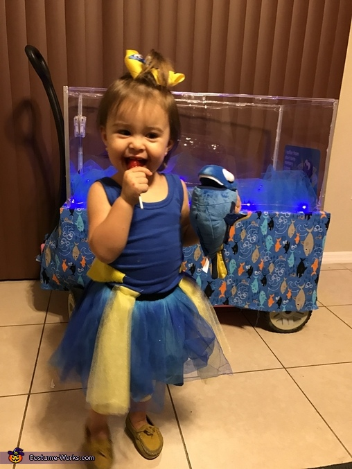 Dory and her favorite lolly pop, Finding Dory Costume